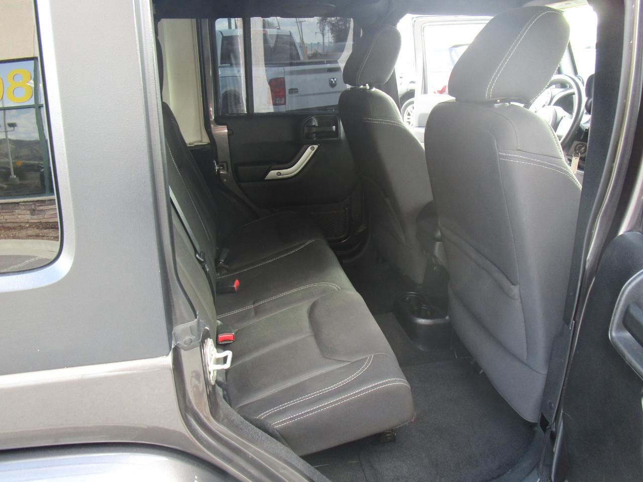 Jeep Wrangler Unlimited 4WD 4dr Sahara 2014