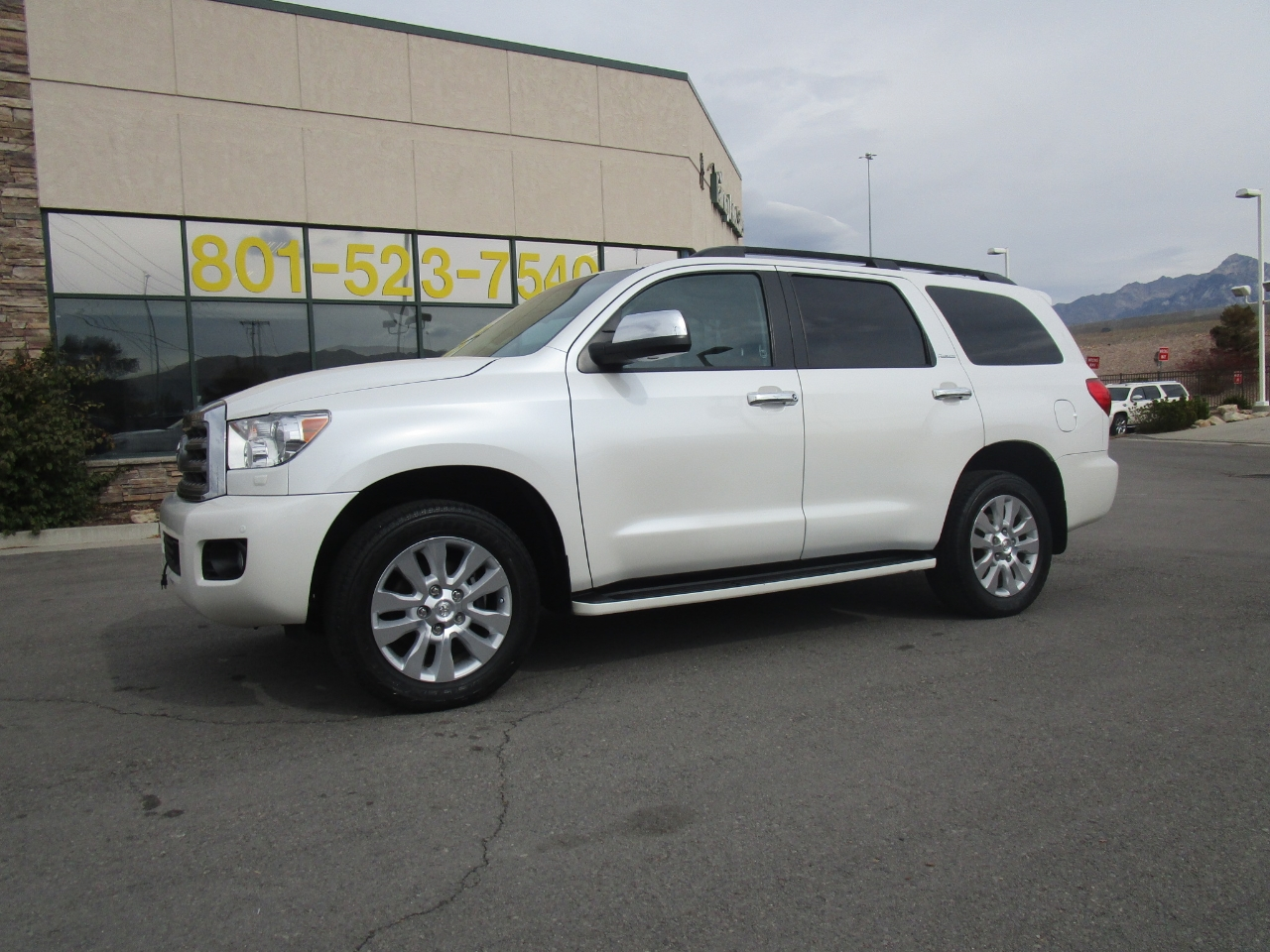 Toyota Sequoia 4WD 5.7L Platinum (Natl) 2016