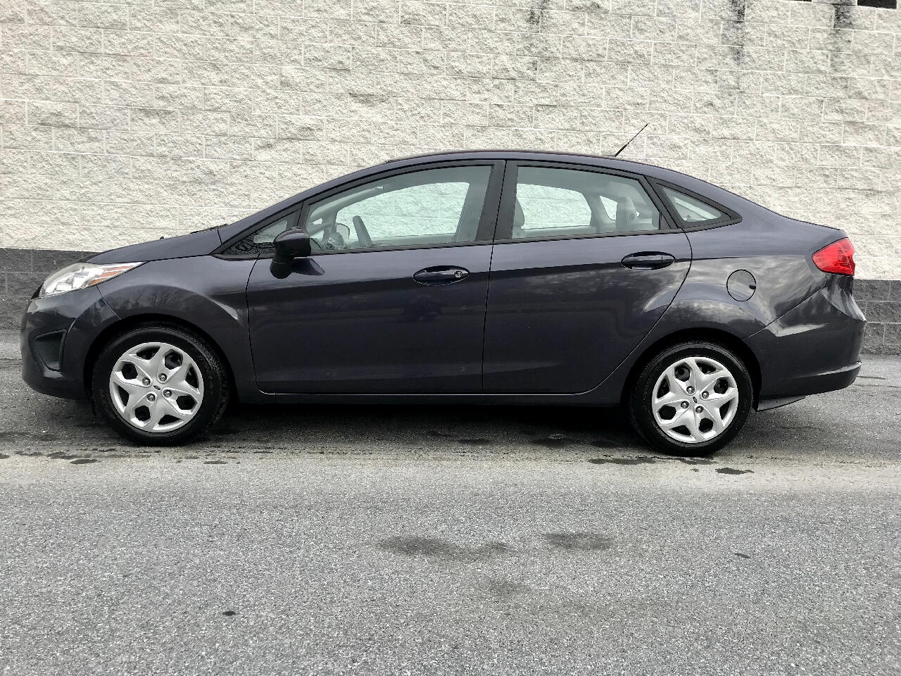 2012 Ford Fiesta 4dr Sdn SE