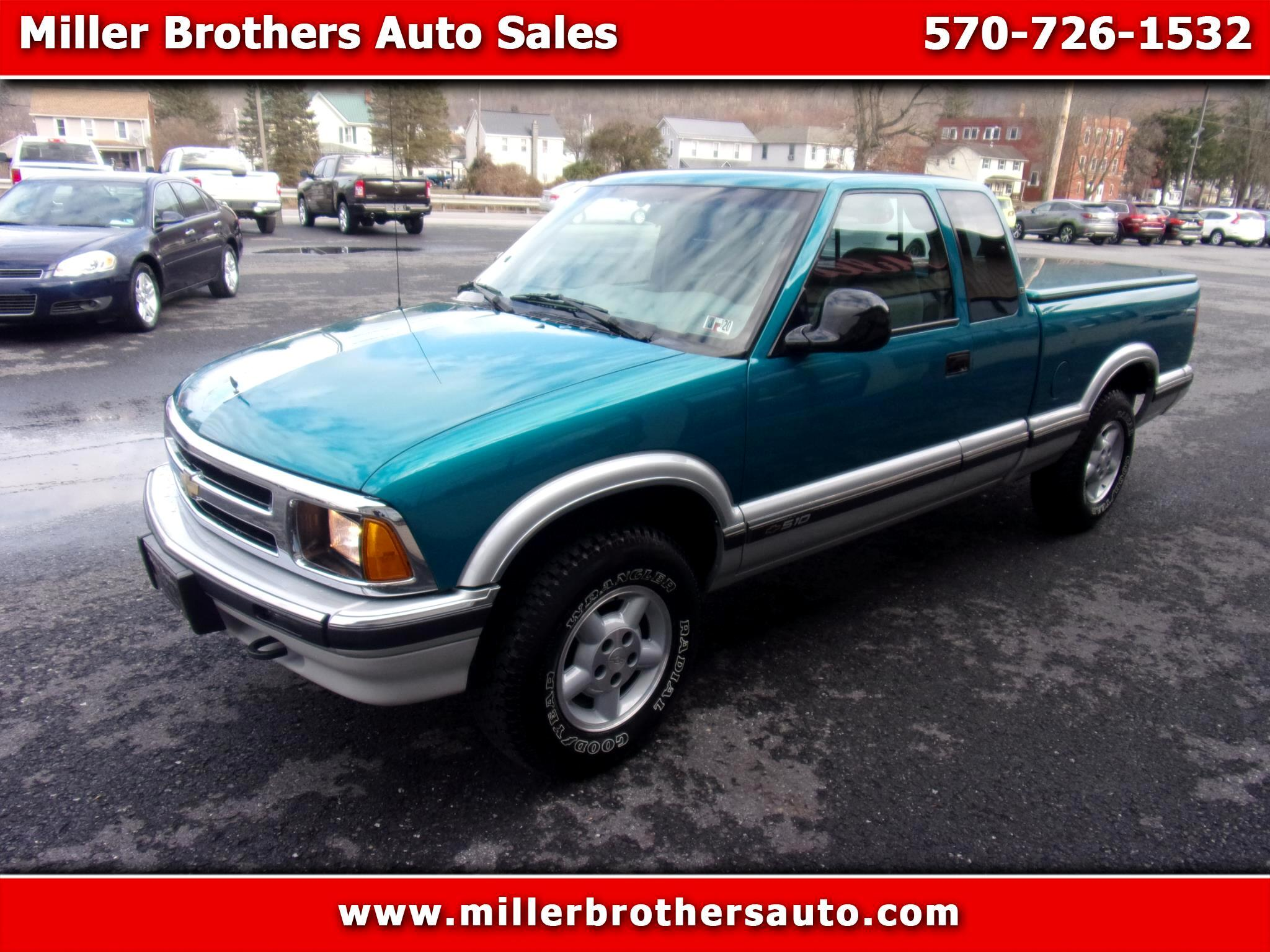 Chevrolet S10 Pickup LS Ext. Cab Short Bed 4WD 1996