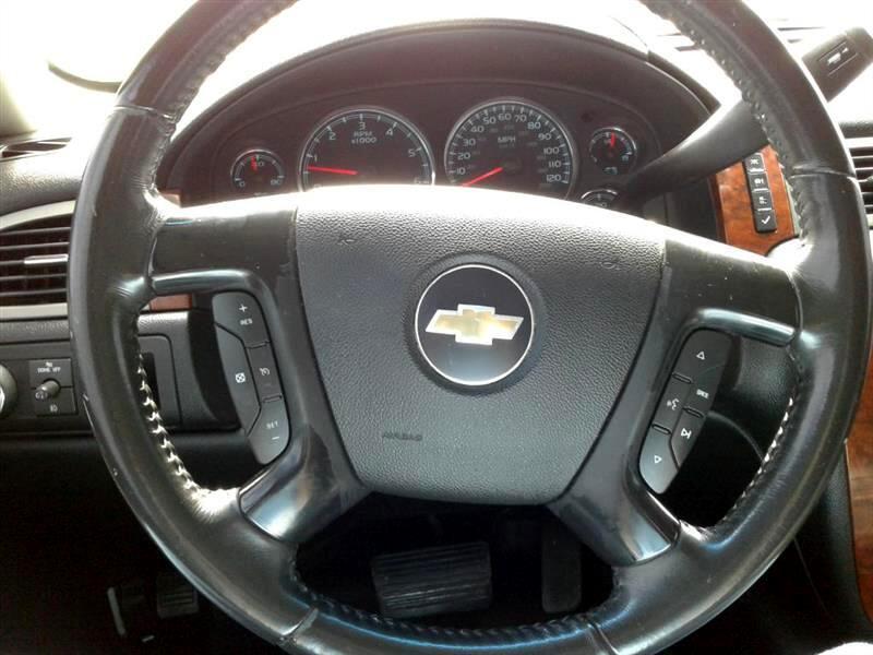 2008 Chevrolet Suburban 2WD 4dr 1500 LT w/1LT