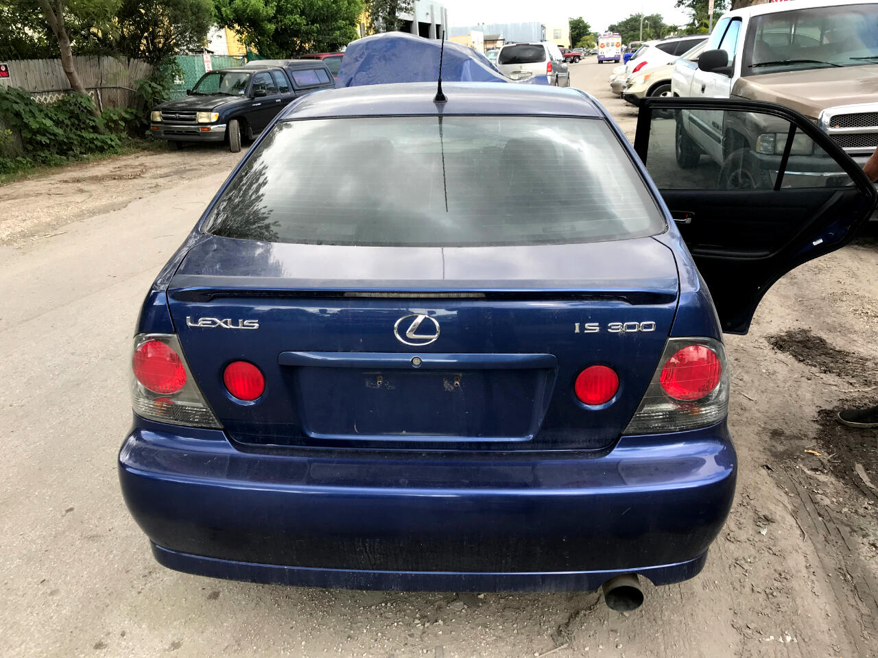 2003 Lexus IS 300 5-Speed Sedan