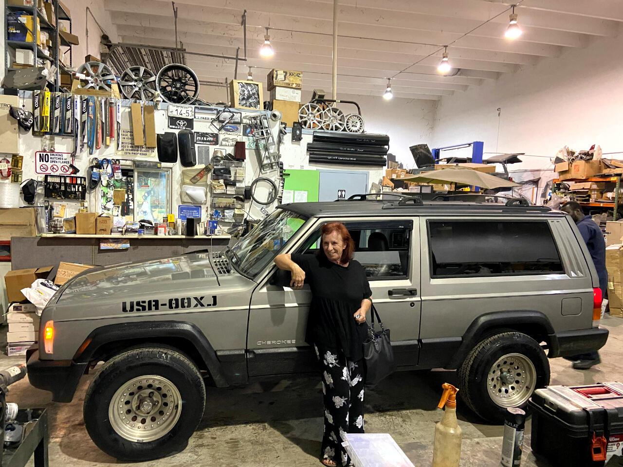 2000 Jeep Cherokee Sport 2-Door 2WD