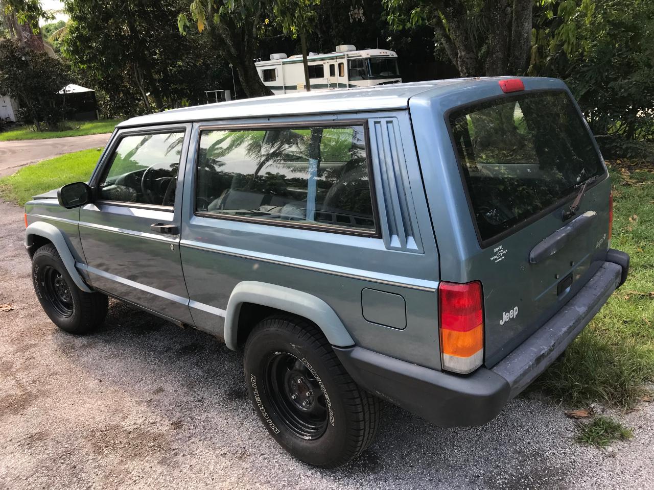 Jeep Cherokee SE 2-Door 2WD 1997