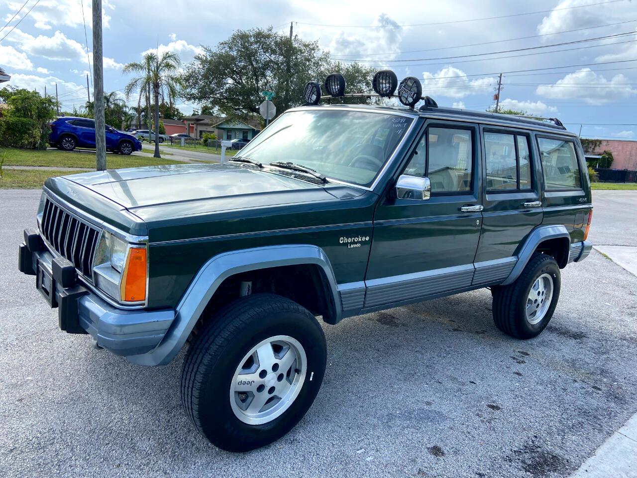 Jeep Cherokee Laredo 4-Door 4WD 1991