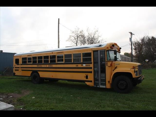 2001 Chevrolet B7T042 Blue Bird 3126 Chevy Cat Bus