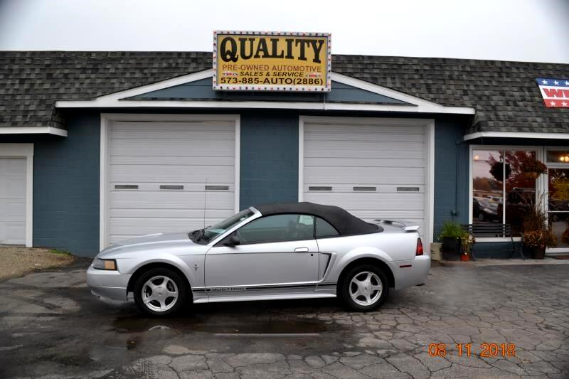 2001 Ford Mustang 2dr Convertible Deluxe