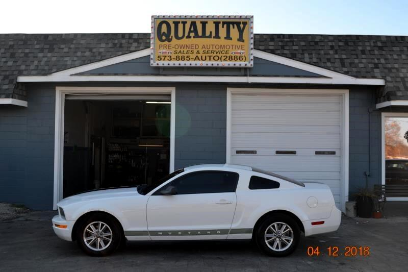 2005 Ford Mustang 2dr Coupe Deluxe