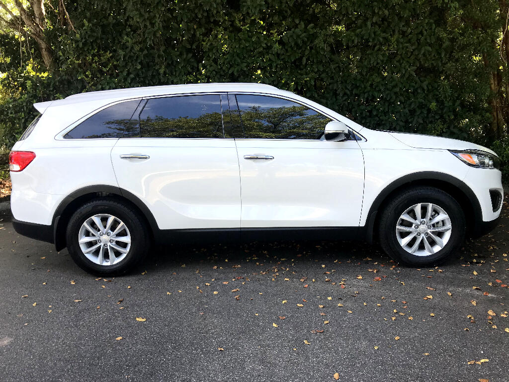 2016 Kia Sorento LX With 3rd Row Seat
