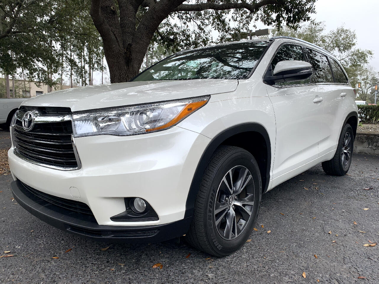 2016 Toyota Highlander FWD 4dr V6 XLE With 3rd Row Seat
