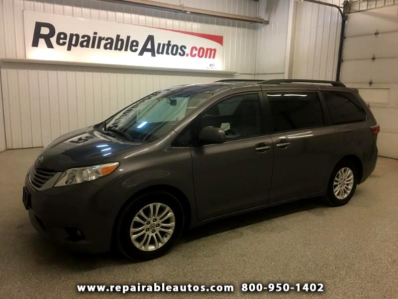 2017 Toyota Sienna XLE FWD Repairable Side Damage