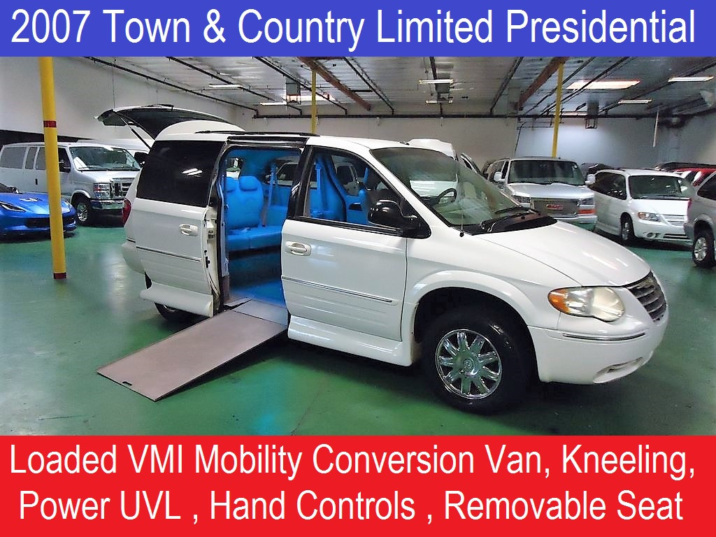 2007 Chrysler Town & Country Limited Presidential Mobility