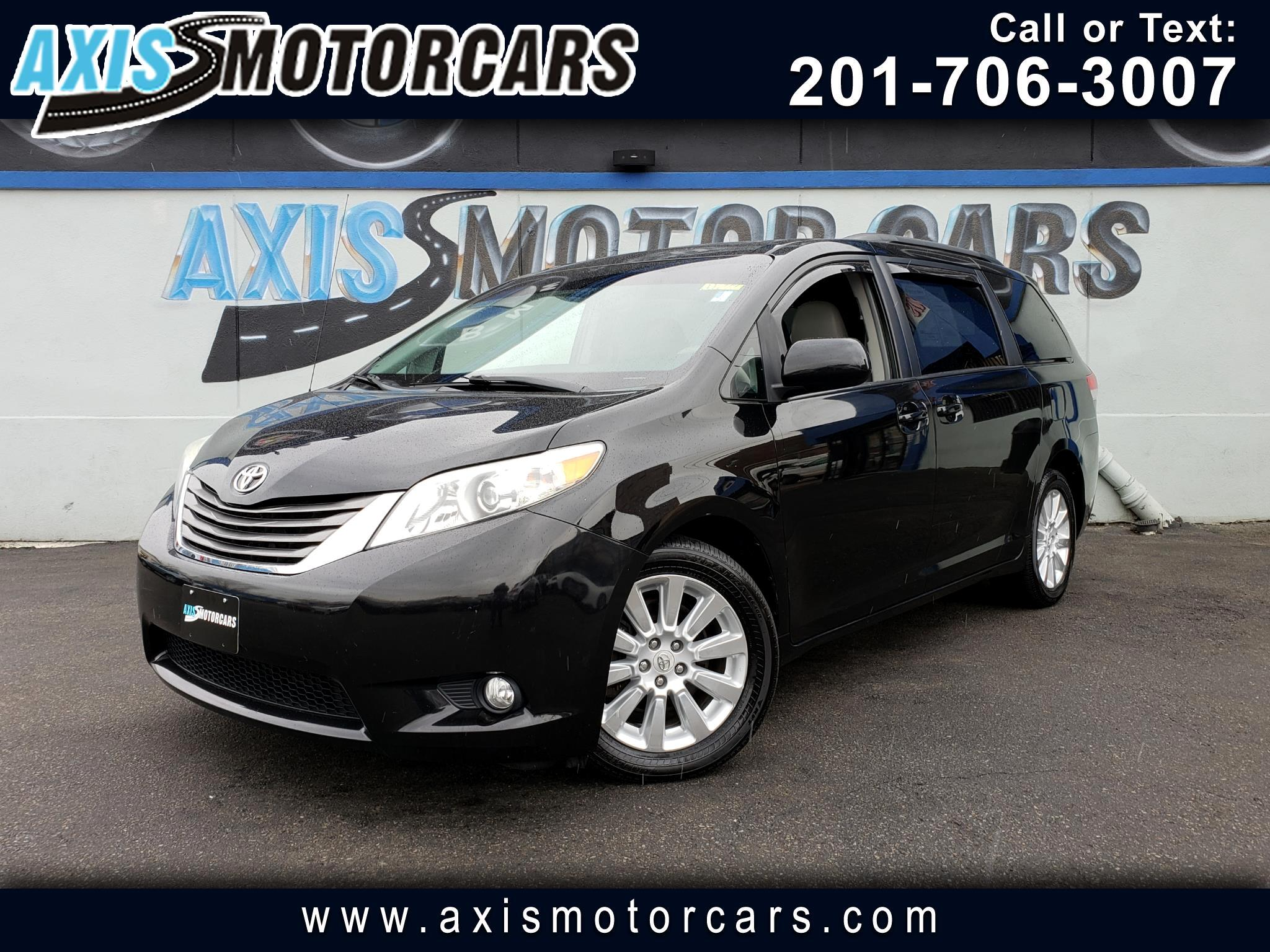 2011 Toyota Sienna XLE w/Sun Roof  Rear Entertainment