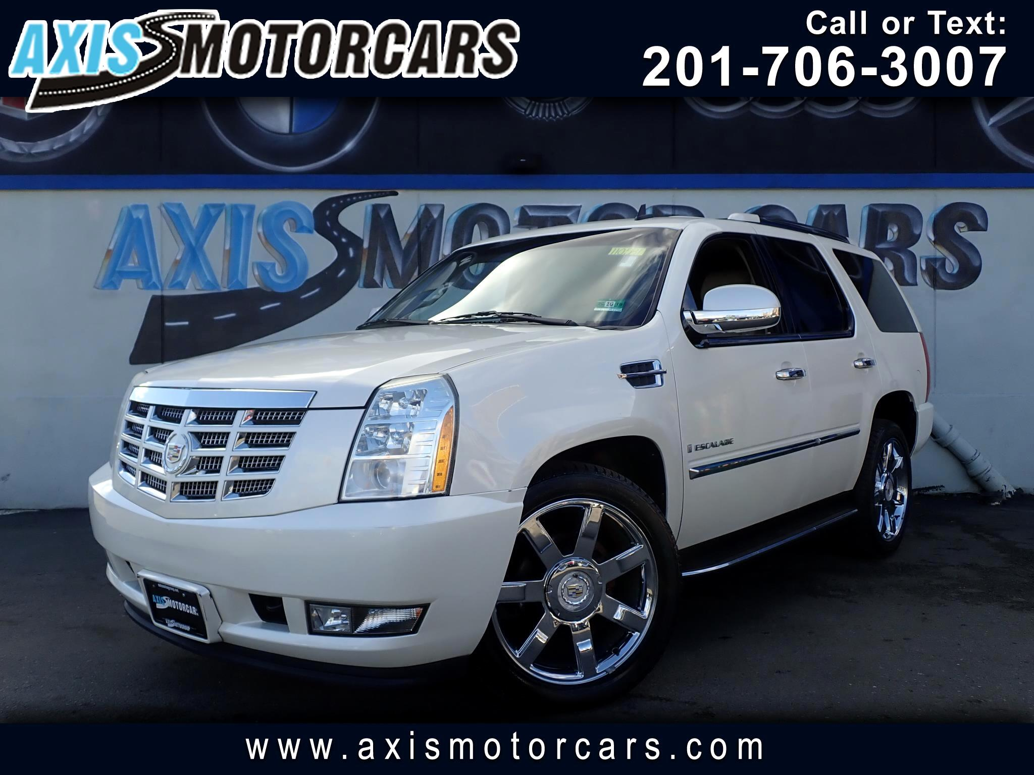 2009 Cadillac Escalade Luxury w/Navigation Rear Entertainment System