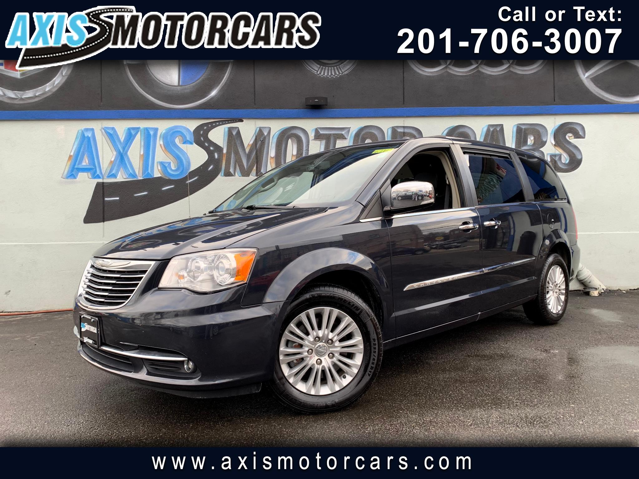 2014 Chrysler Town & Country Limited w/Rear Entertainment System Navigation
