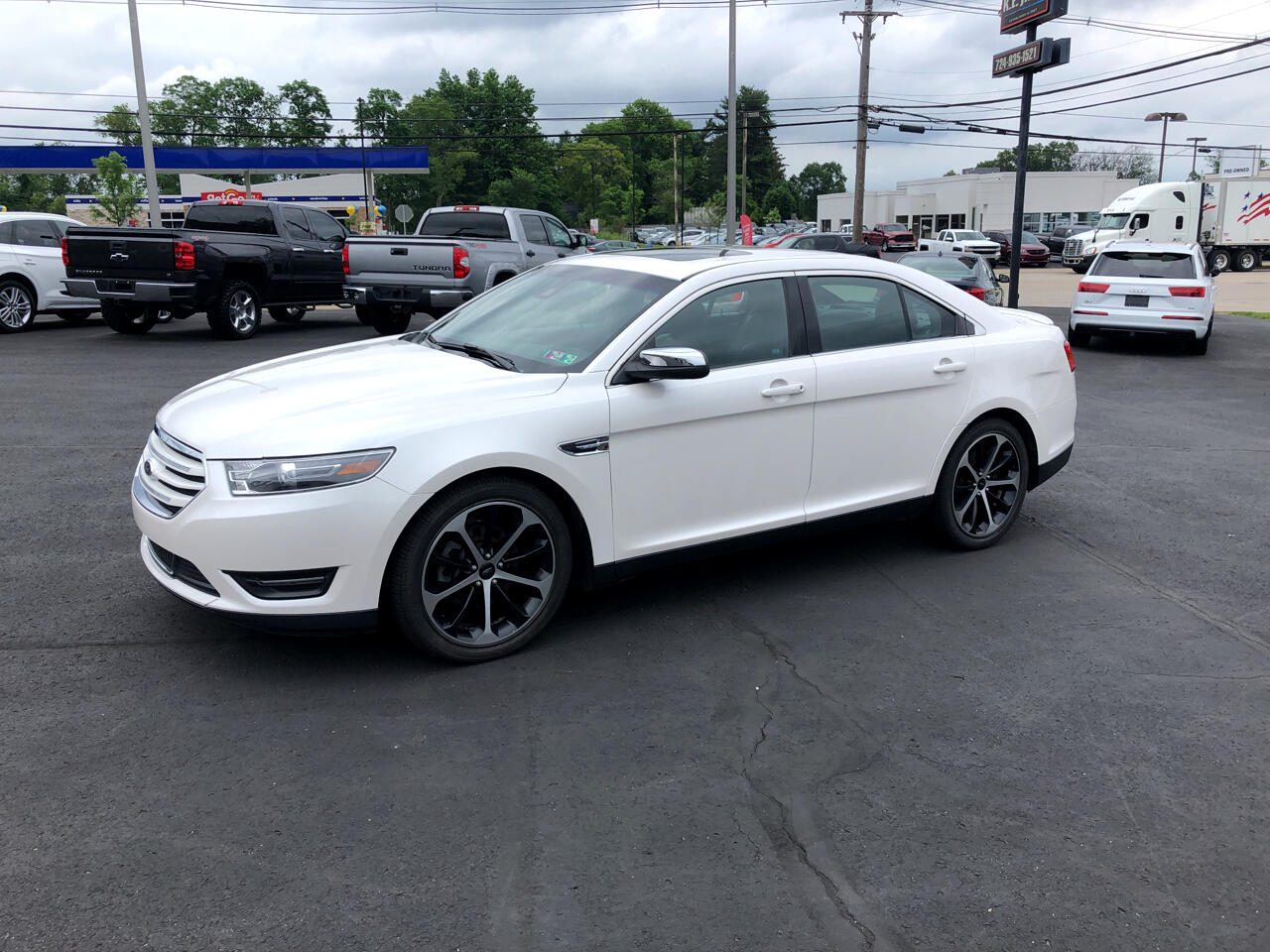 Ford Taurus 4dr Sdn Limited AWD 2015