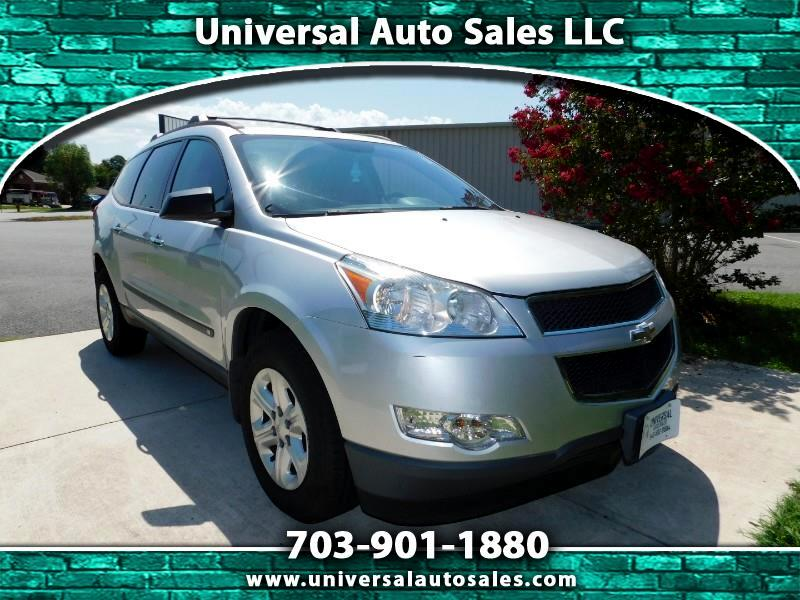2010 Chevrolet Traverse LS, 3RD ROW SEATING