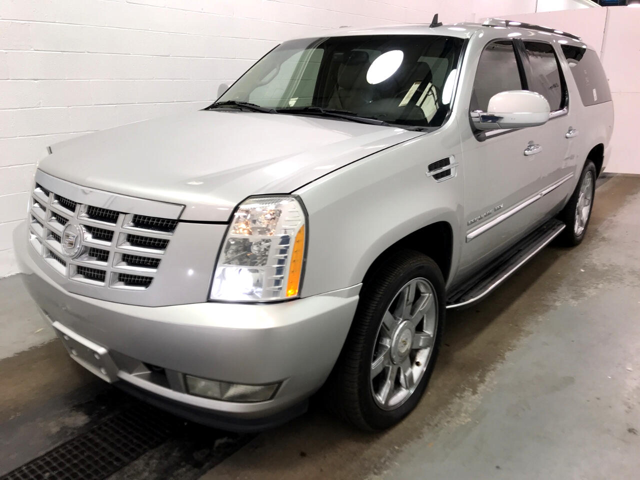 Cadillac Escalade ESV AWD 4dr Luxury 2011