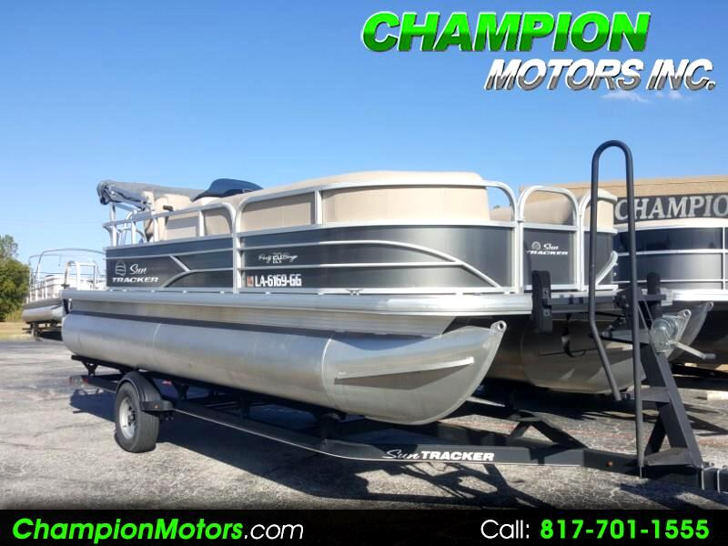 2017 Sun Tracker Party Barge 20 DLX Pontoon Boat w/Mercury 90HP CT 4S