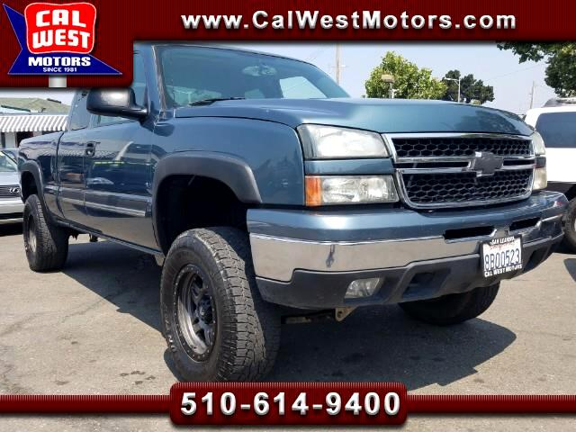 2006 Chevrolet Silverado 1500 Z71 4X4 Ext Cab 4D LT L33 Lifted VeryClean LoMiles