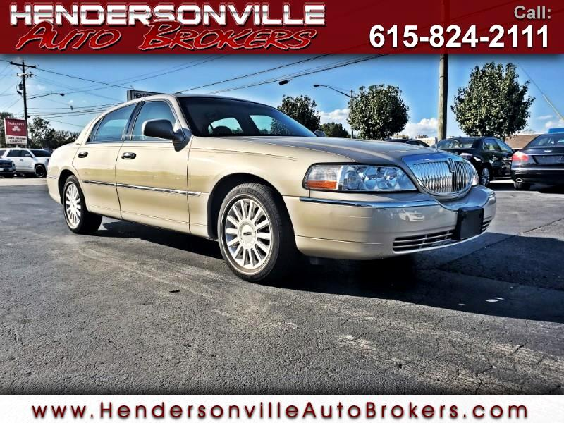 2005 Lincoln Town Car 4dr Sdn Signature