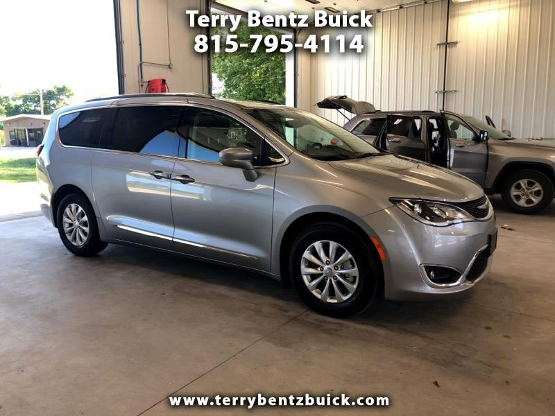 Chrysler Pacifica 4dr Wgn Touring FWD 2019