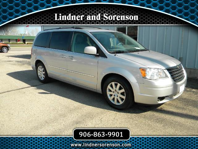 2010 Chrysler Town & Country 4dr Touring FWD
