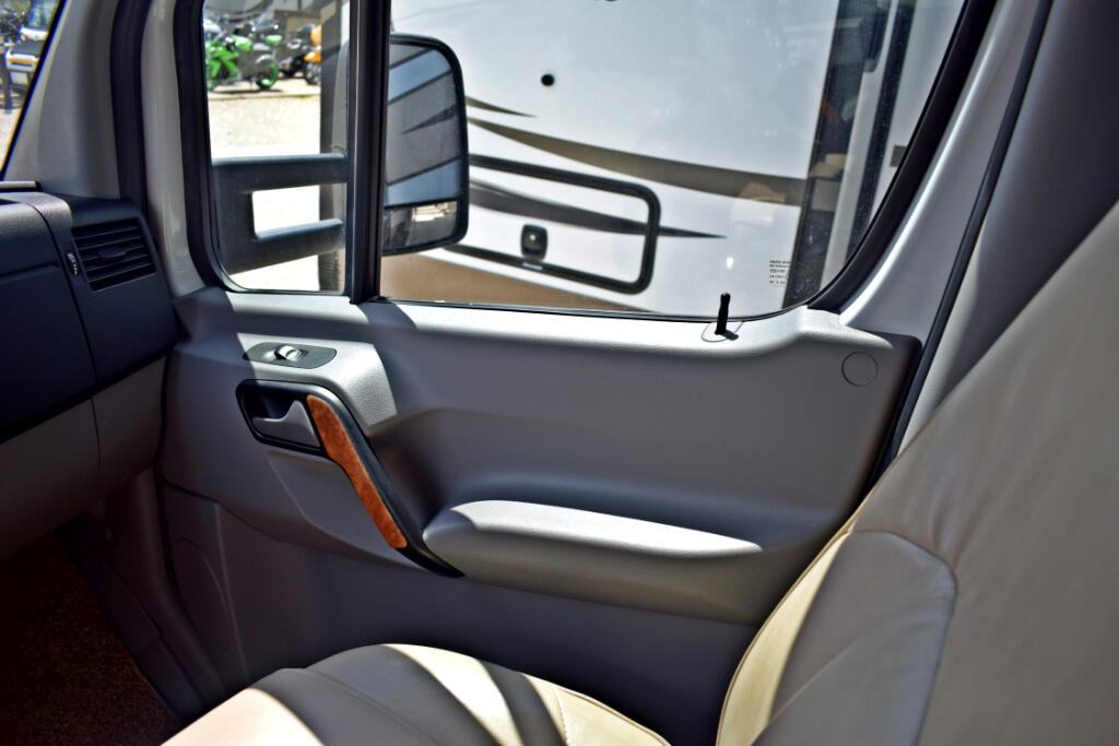 2016 Thor Motor Coach Synergy 24CB