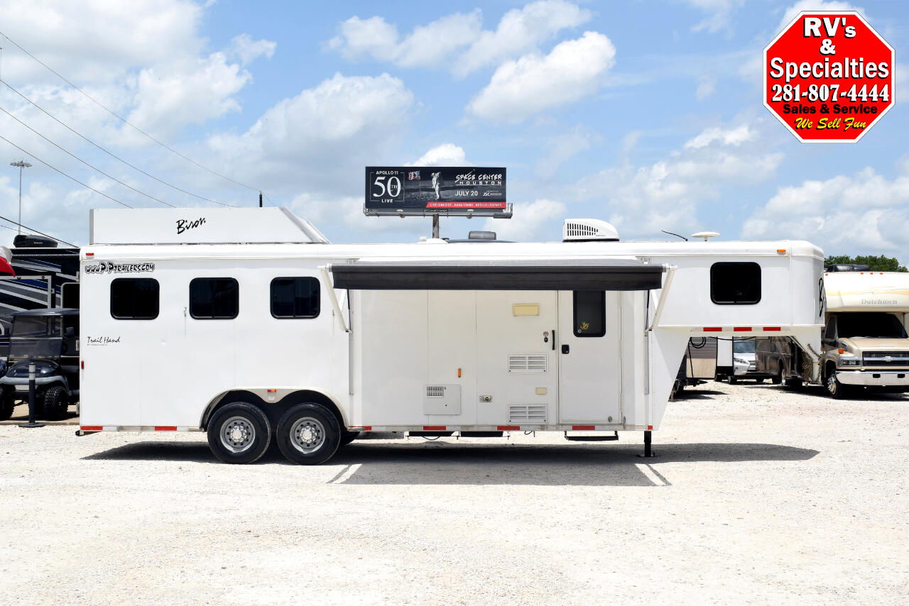 2014 Bison Trail Hand 3 Horse w/ Living Quarters
