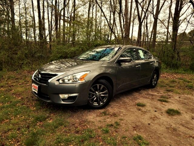 2015 Nissan Altima Sharp S Sport, Rear Camera, Bluetooth, One Owner!