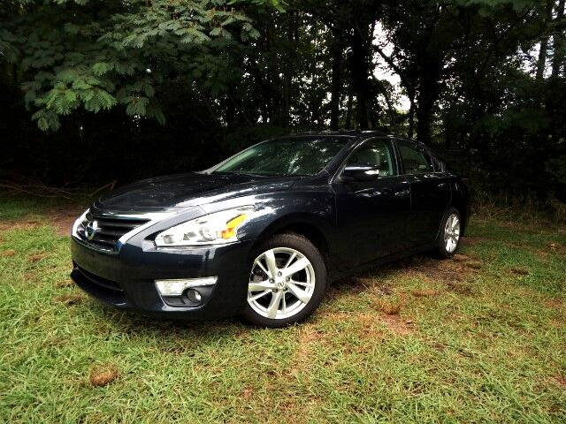 2015 Nissan Altima Leather Interior, Navigation, Sunroof, 22k Miles!