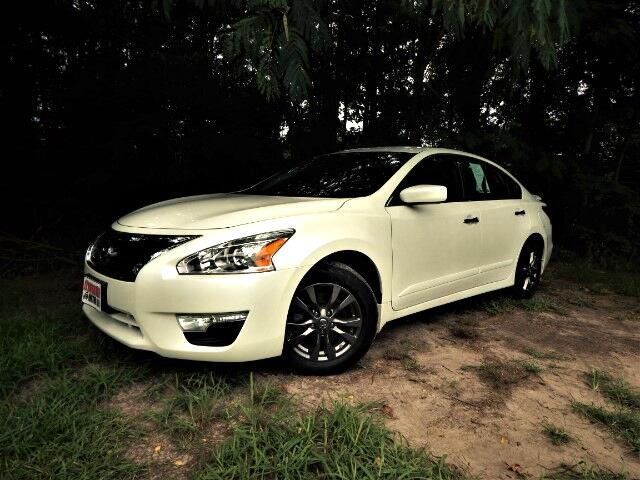 2015 Nissan Altima Sport Wheels, Rear Camera, Bluetooth, Only 22k Mil