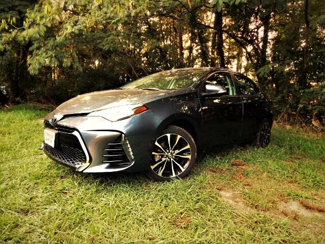 2017 Toyota Corolla SE w/ Leather Trim Seats, Camera, Only 18k Miles!