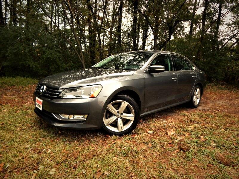 2015 Volkswagen Passat Limited, Leather Int.,Rear Camera, 26k Miles!
