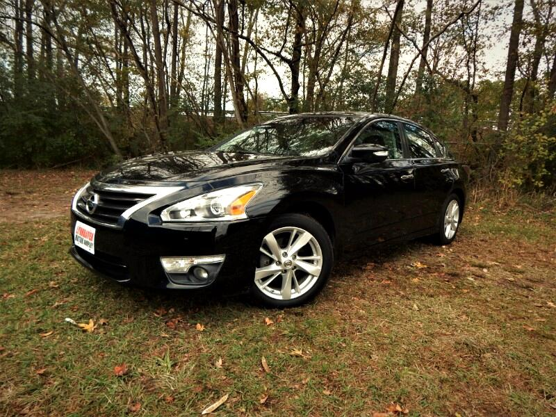 2015 Nissan Altima Power Sunroof, Rear Camera, One Owner, 20k Miles!