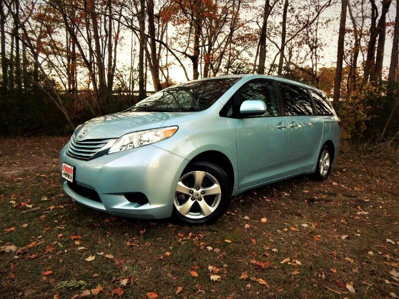 2015 Toyota Sienna LE 8 Passenger, Leather Interior, Rear Camera !