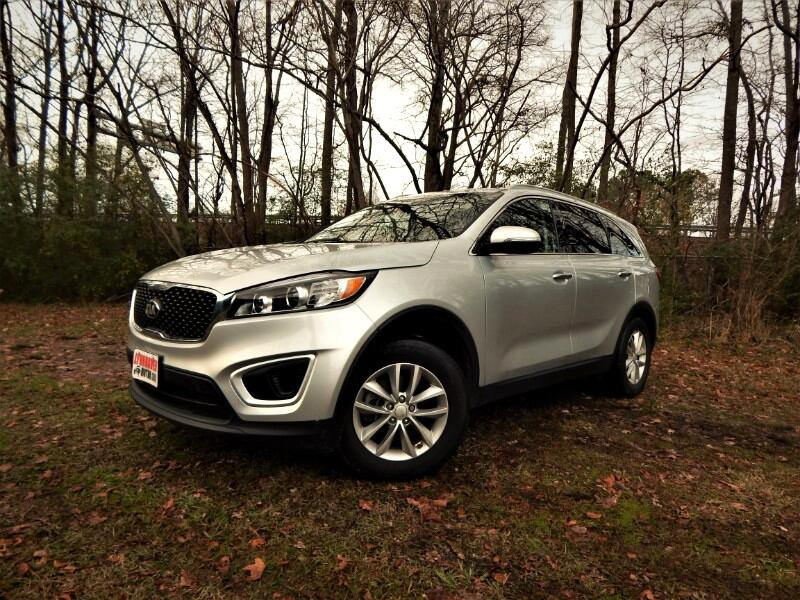 2016 Kia Sorento LX w/ 3rd Row Seat, Rear Camera, Only 15k Miles!
