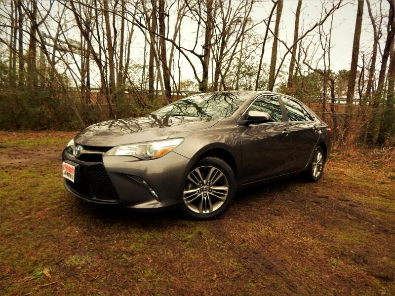 2016 Toyota Camry SE w/ Rear Camera, Bluetooth, 24k Miles, 1 Owner!