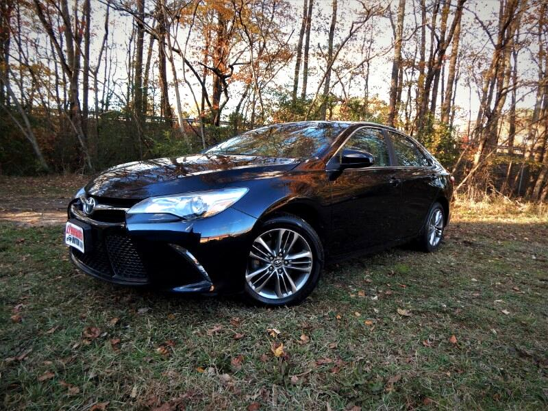 2016 Toyota Camry SE w/ Navigation, Sunroof, Rear Camera, 19k Miles!