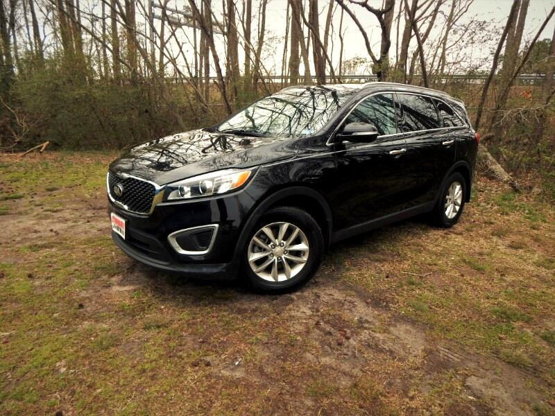 2016 Kia Sorento LX w/3rd Row Seat, Rear Camera, Heated Seats!