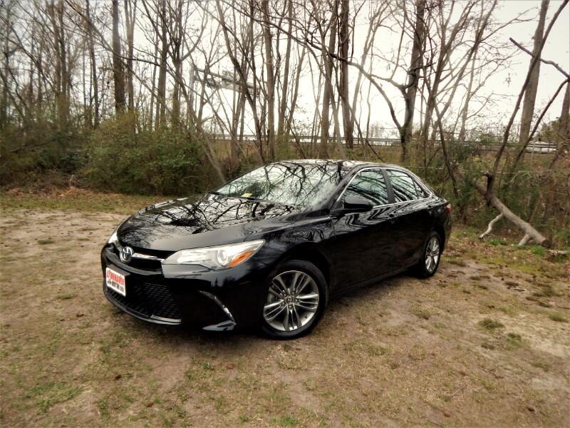 2016 Toyota Camry SE w/ Navigation, Sunroof, Camera, 20k Miles!