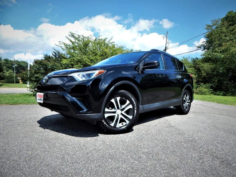 2016 Toyota RAV4 LE Awd w/ Rear Camera, Bluetooth, 1 Owner, 20k Mil