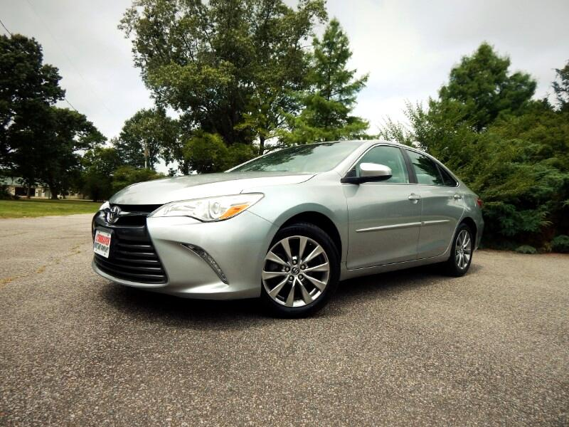 2016 Toyota Camry XLE w/ Leather Int.,Rear Camera,Bluetooth,22k Mile