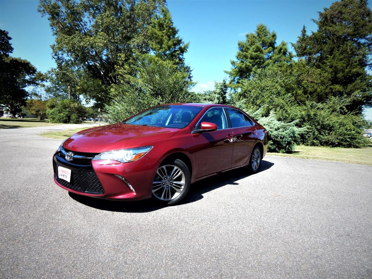 2016 Toyota Camry SE w/ Power Sunroof