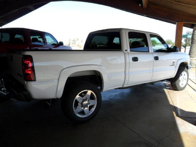 2004 Chevrolet Silverado 2500HD LT Crew Cab Long Bed 2WD