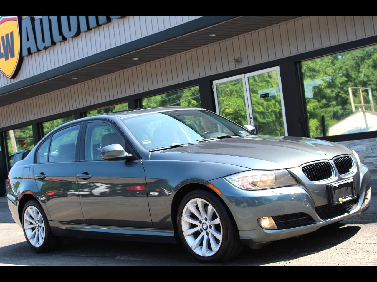 2011 BMW 3-Series 4dr Sdn 328i xDrive AWD SULEV South Africa