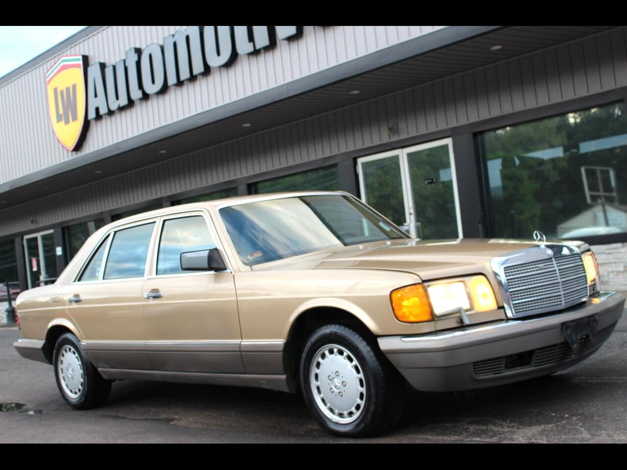 Mercedes-Benz 560 Series 4dr Sedan 560SEL 1986
