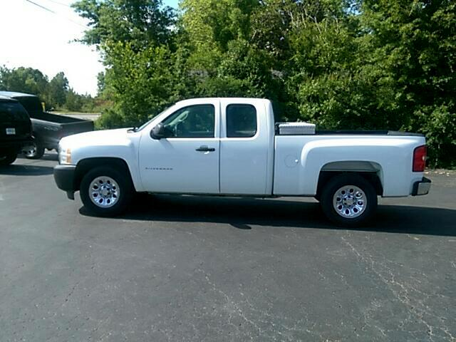 2013 Chevrolet Silverado 1500 Ext. Cab 4-Door Short Bed 2WD