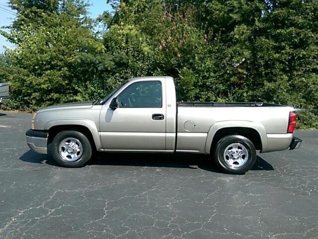 2003 Chevrolet Silverado 1500 LS Short Bed 2WD