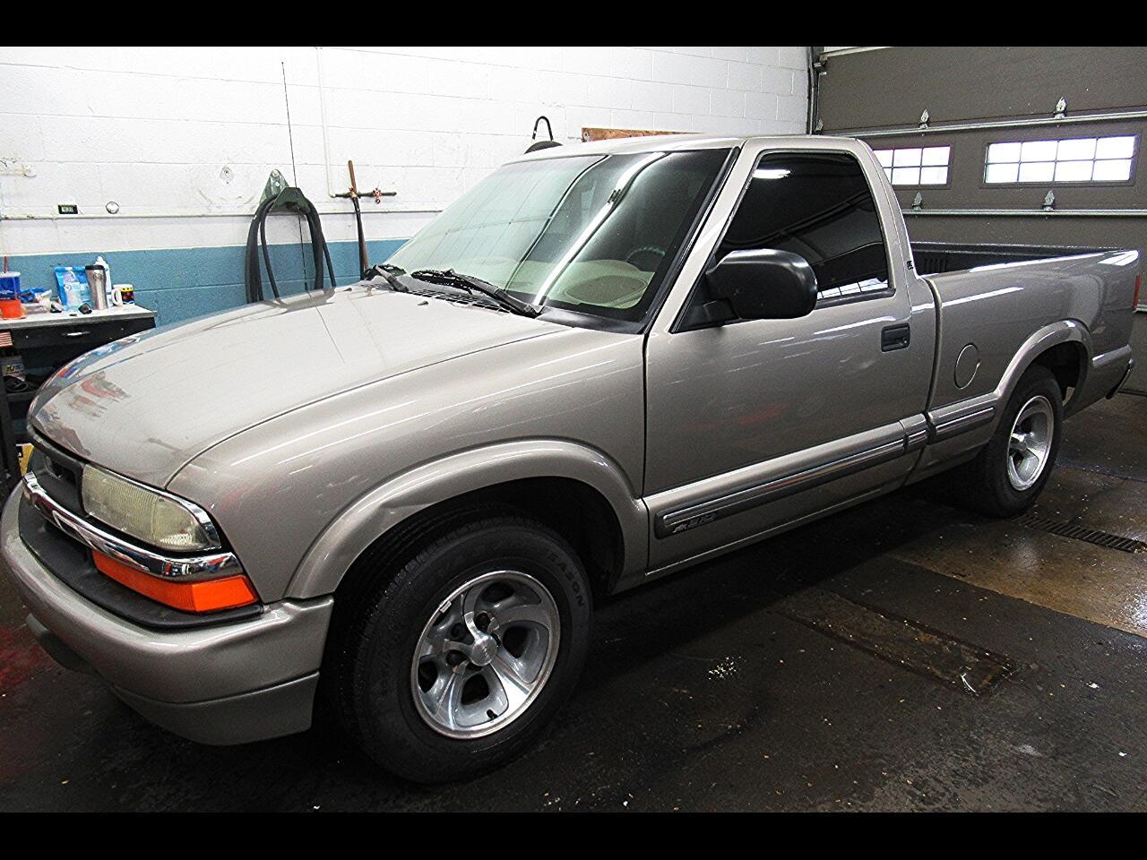 2001 Chevrolet S10 Pickup LS 2WD